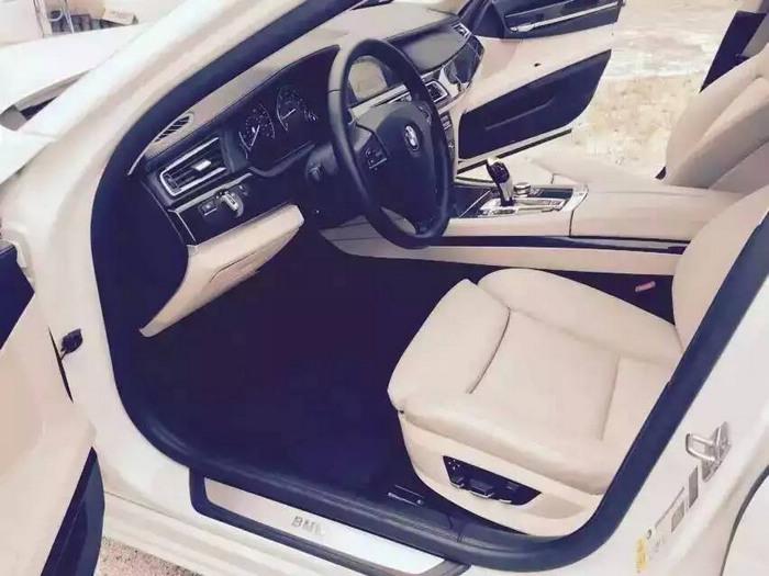 2012年款宝马740li 白色米笼